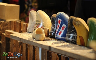 בית מלאכה לייצור כפכפי עץ - Wooden Shoe Workshop