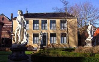 גן הפסלים של בית האריגה - Weefhuis with sculpture garden